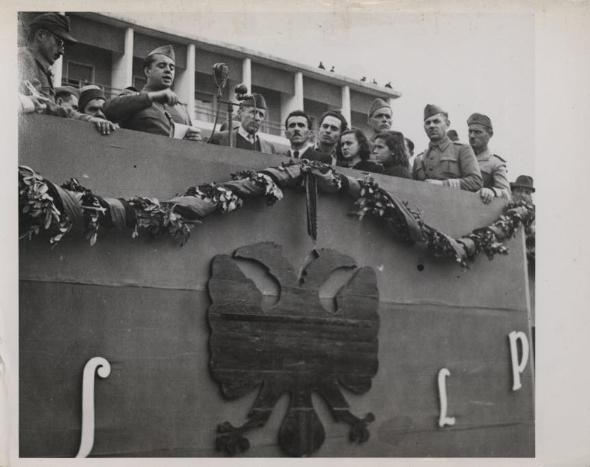 Выступление Главнокомандующего АНОА товарища Энвера Ходжа перед народом 28 ноября 1944 года в Тиране.
