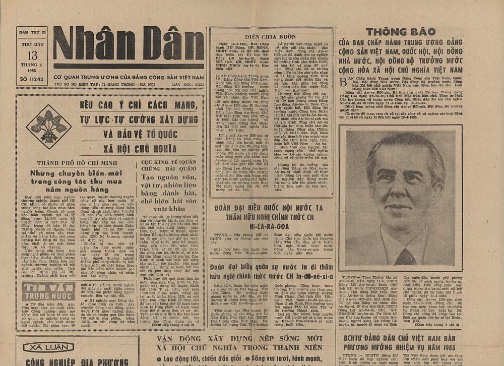 Газета 'НЯН ЗАН'от 13.04.85г., извещающая вьетнамский народ о смерти товарища Энвера Ходжа.