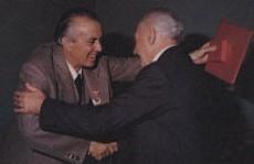 Торжественная церемония награждения ветеранов партии орденом '40 лет Албанской партии труда'