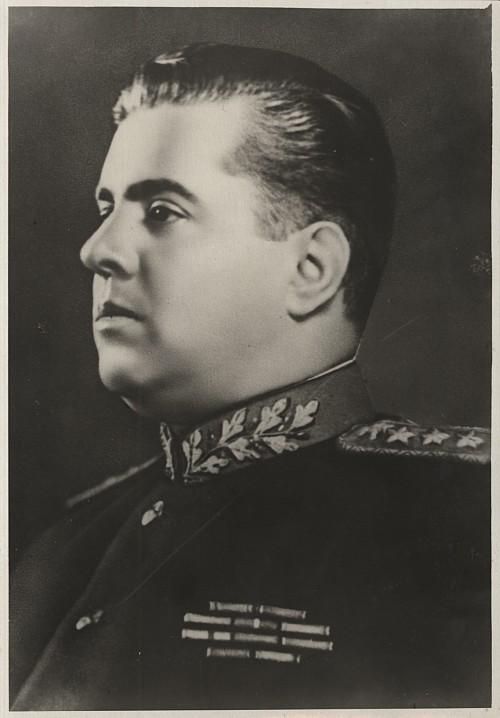 Энвер Ходжа - премьер-министр, министр иностранных дел и министр национальной обороны Народной Республики Албании, генеральный секретарь ЦК АПТ, генерал-полковник
